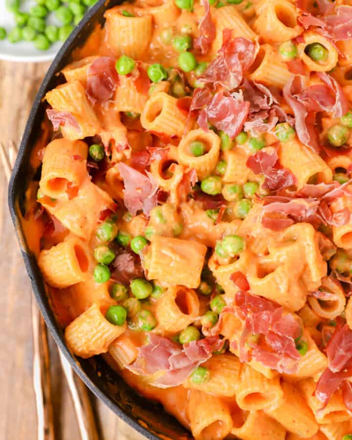 rigatoni vodka in a pan with peas off to the side